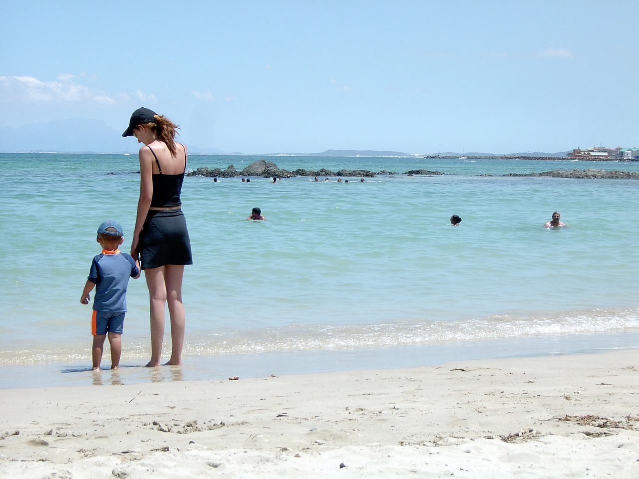 Giúp trẻ an toàn khi đi biển