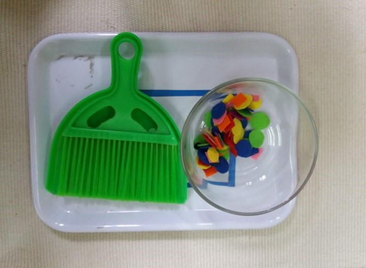 Montessori - Hướng dẫn quét giấy